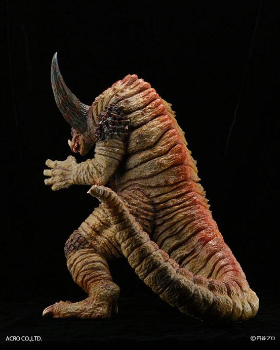 故・韮沢靖のREMIXデザインに基づき立体化!KRS×NIRASAWA ゴモラ ソフビが登場!劇中で切断された尻尾も脱着により再現! 0421hobby-gomora-IM003
