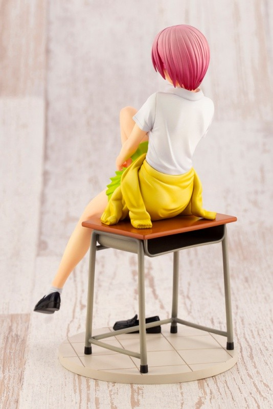 五等分の花嫁 中野一花 コトブキヤ フィギュアが予約開始!片足を抱えながら机に腰掛けたポーズを再現! 0825hobby-ikka-IM003